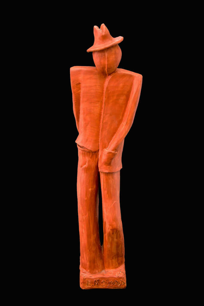 Fen Mugüerza - escultora ceramista - Taller de arte en Ourense - Hombre sombrero