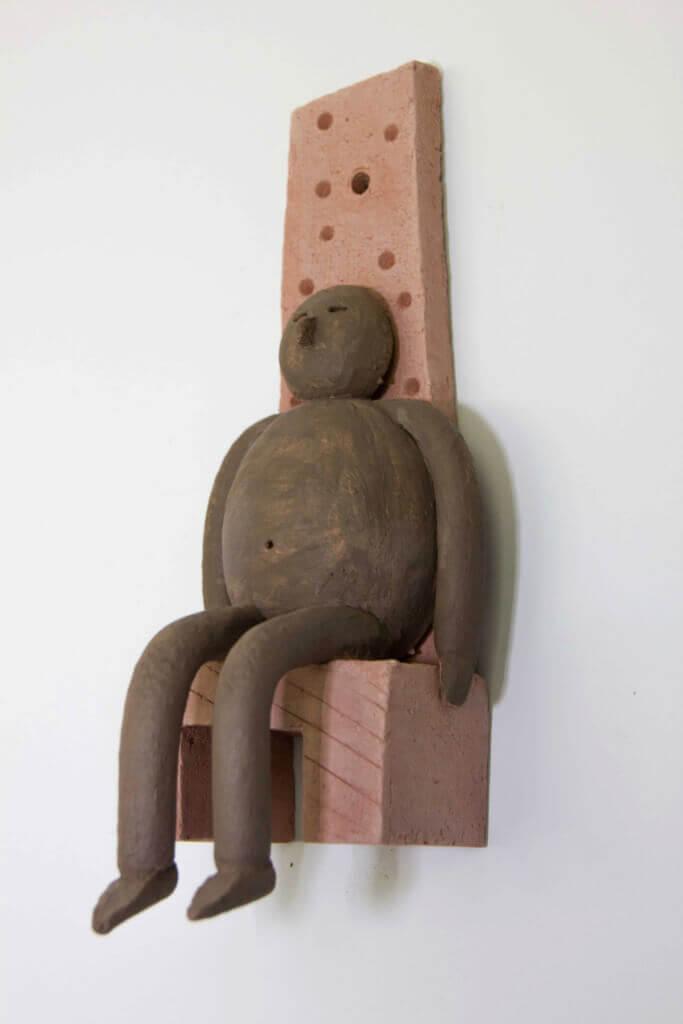 Fen Mugüerza - escultora ceramista - Taller de arte en Ourense - Hombrecillo