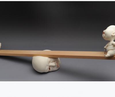 Las curiosas y complejas cerámicas de Johnson Tsang
