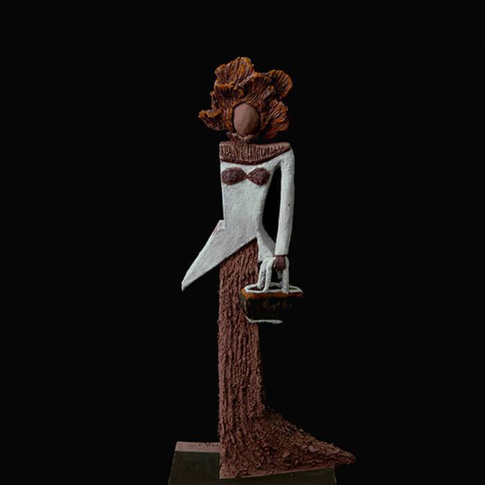 Fen Mugüerza - escultora ceramista - Taller de arte en Ourense - La dama con bolso