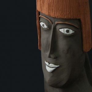 Fen Mugüerza - escultora ceramista - Taller de arte en Ourense - PIEZA ÚNICA de Terracota, es un regalo exclusivo y un regalo original. Cerámica contemporánea realizada en barro negro y pintad