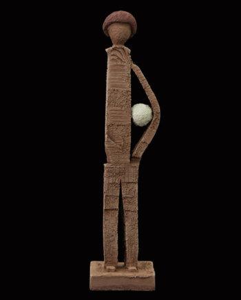 Fen Mugüerza - escultora ceramista - Taller de arte en Ourense - PIEZA UNICA de Terracota, es un regalo exclusivo y un regalo original. Regalo para boda especial. Ceramica contemporanea realizada en pasta gres o arcilla cocida a 1.000 ºC y con los detalles pintados con barbotinas y pintura al agua. Venta online de pieza de ceramica., venta online de escultura de ceramica